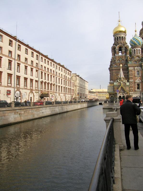 Biserica Iisus Mântuitorul văzută de pe Canalul Griboedov